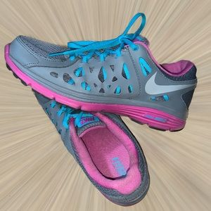 Nike women's size 11 grey pink work out shoes